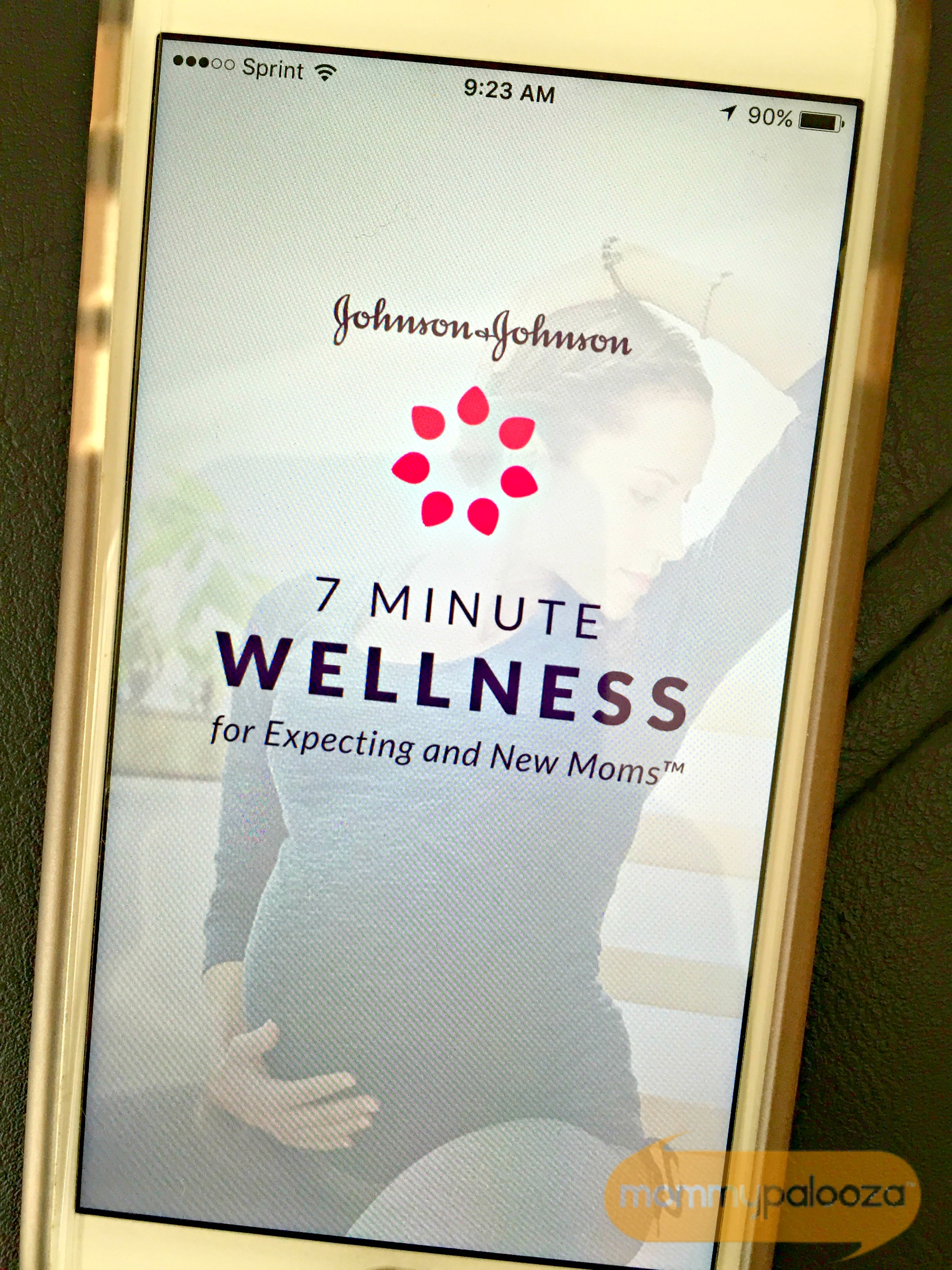 Johnson & Johnson 7 Minute Wellness For Expecting and New Moms™ App #7MinMomApp