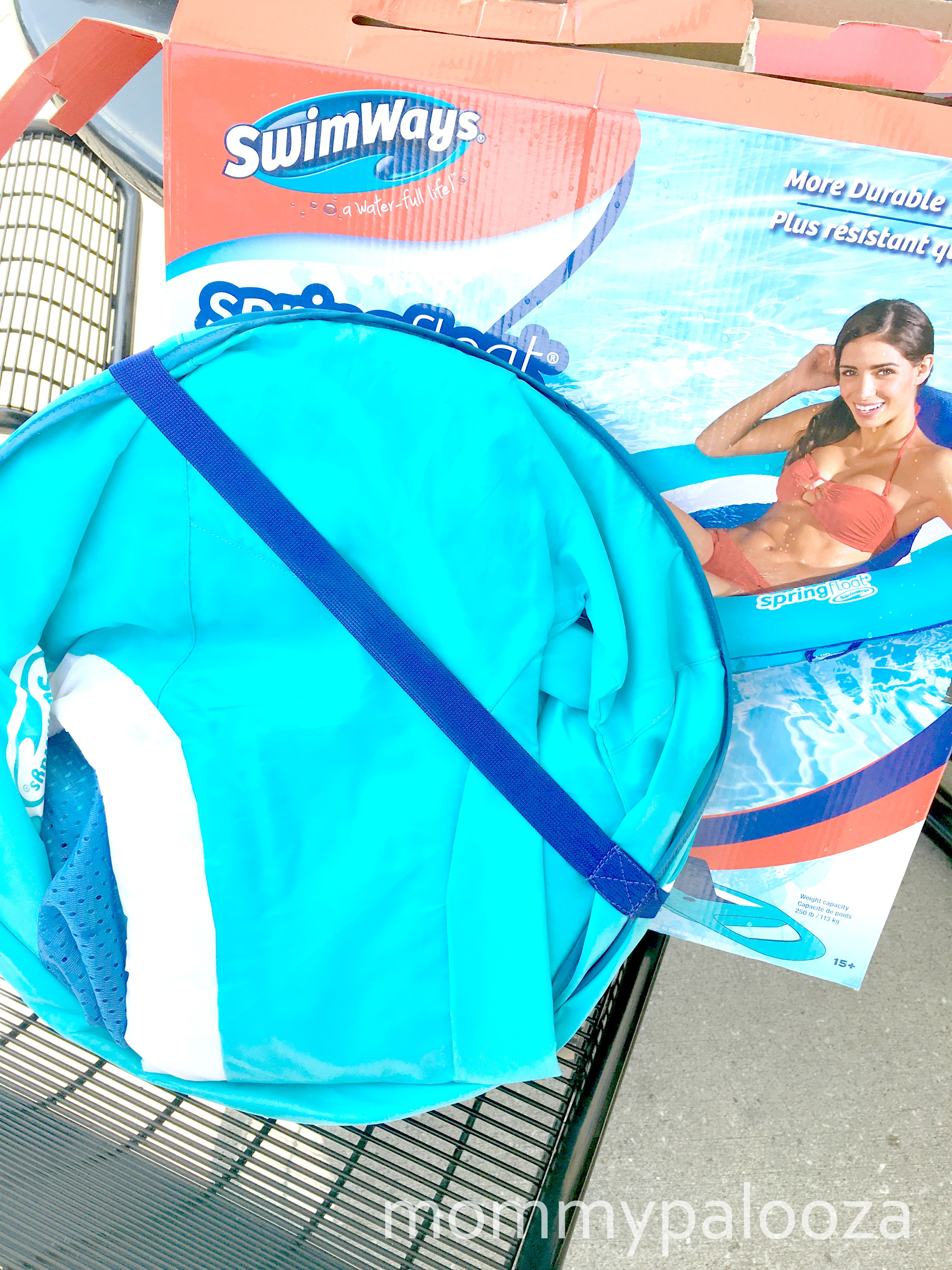 Relax in the Pool with SwimWays Spring Float Recliner #SwimWays